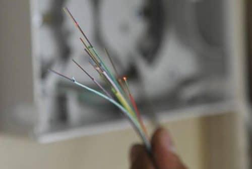 Est-ce que la fibre remplace le câble téléphone ?